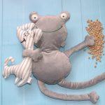 Żaba duża i Piesek maskotka